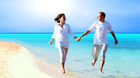 海滩夫妇 免版税库存图片