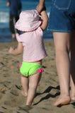 海滩女儿妈妈系列 免版税库存照片
