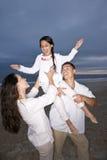 海滩女儿有系列的乐趣讲西班牙语的&# 免版税库存照片