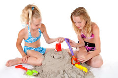 海滩女孩佩带年轻人 库存照片