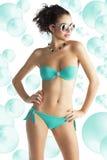 海滩女孩太阳镜穿戴 免版税库存照片