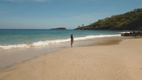 海滩女孩走 巴厘岛印度尼西亚 影视素材