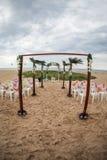 海滩婚礼设置 免版税库存图片