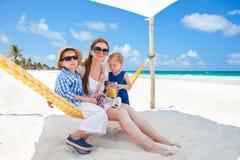 海滩家庭度假 库存照片