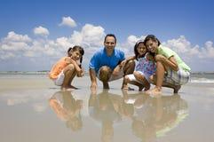 海滩家庭度假 免版税库存照片