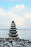 海滩小卵石栈石头 免版税库存图片