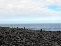 海滩小卵石雕塑在丰沙尔,马德拉岛 免版税库存照片