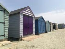 海滩小屋五颜六色的行  库存图片