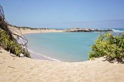 海滩小海湾在石灰石海岸区域 免版税库存照片