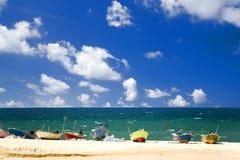 海滩小船钓鱼 免版税库存图片