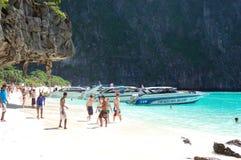 海滩小船马达游人 库存照片