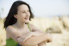 海滩少年女孩的纵向 库存照片
