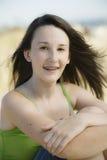 海滩少年女孩的纵向 库存图片