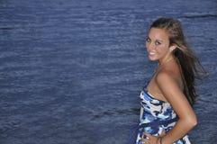 海滩少年特写镜头的女孩 免版税库存图片