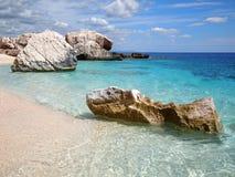 海滩岩石撒丁岛 免版税图库摄影