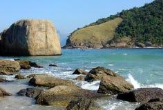 海滩岩石 免版税库存照片