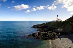 海滩峭壁灯塔海运 库存照片