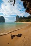 海滩峭壁石灰岩地区常见的地形railay nang&#30340 图库摄影