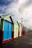 海滩布赖顿小屋沿海岸区 库存图片