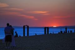 海滩布赖顿日落英国视图 免版税库存照片