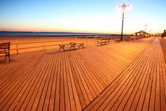 海滩布赖顿ny日落 库存照片