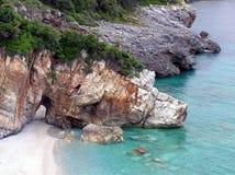 海滩希腊含沙偏僻 免版税图库摄影