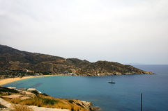 海滩希腊ios地中海mylopotas 免版税库存图片