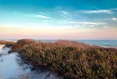海滩平安沙丘的逃走 免版税库存照片