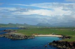 海滩幽谷爱尔兰岩石 免版税库存图片