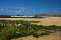 海滩康沃尔岩石 库存图片