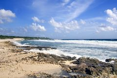 海滩开曼群岛海浪 库存照片