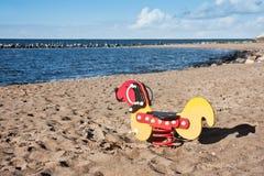 海滩开玩笑一点playfield等待 免版税库存图片