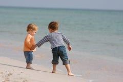 海滩开玩笑二 库存照片