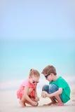 海滩开玩笑二 免版税图库摄影