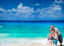 海滩开玩笑热带的母亲 免版税库存照片