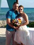 海滩异乎寻常的weddingon 免版税库存图片