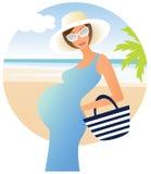 海滩愉快的孕妇 免版税图库摄影