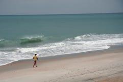 海滩慢跑者 免版税库存照片