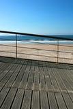 海滩扶手栏杆 免版税库存图片