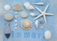 海滩拼贴画漂在海上的难船 免版税库存照片