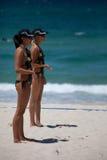 海滩挑战决赛选手错过supergp排球 免版税库存照片