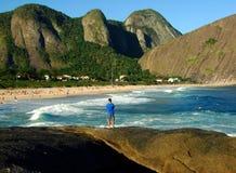 海滩捕鱼 图库摄影