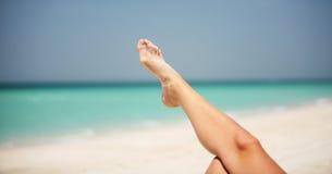 海滩放松的迪拜 免版税库存图片