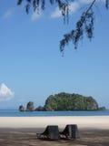 海滩放松rhu tangjung 免版税库存照片