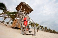 海滩救生员塔 免版税库存图片