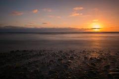海滩日落在卡尔斯巴德,加州 库存照片