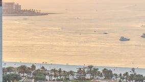 海滩日落视图在JBR timelapse -卓美亚奢华酒店集团海滩住所的在迪拜,阿拉伯联合酋长国 影视素材