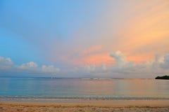 海滩日落视图 免版税库存图片