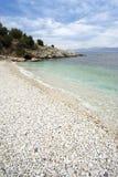 海滩有卵石花纹corfu希腊的kassiopi 库存照片