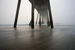海滩有雾的hermosa码头 图库摄影